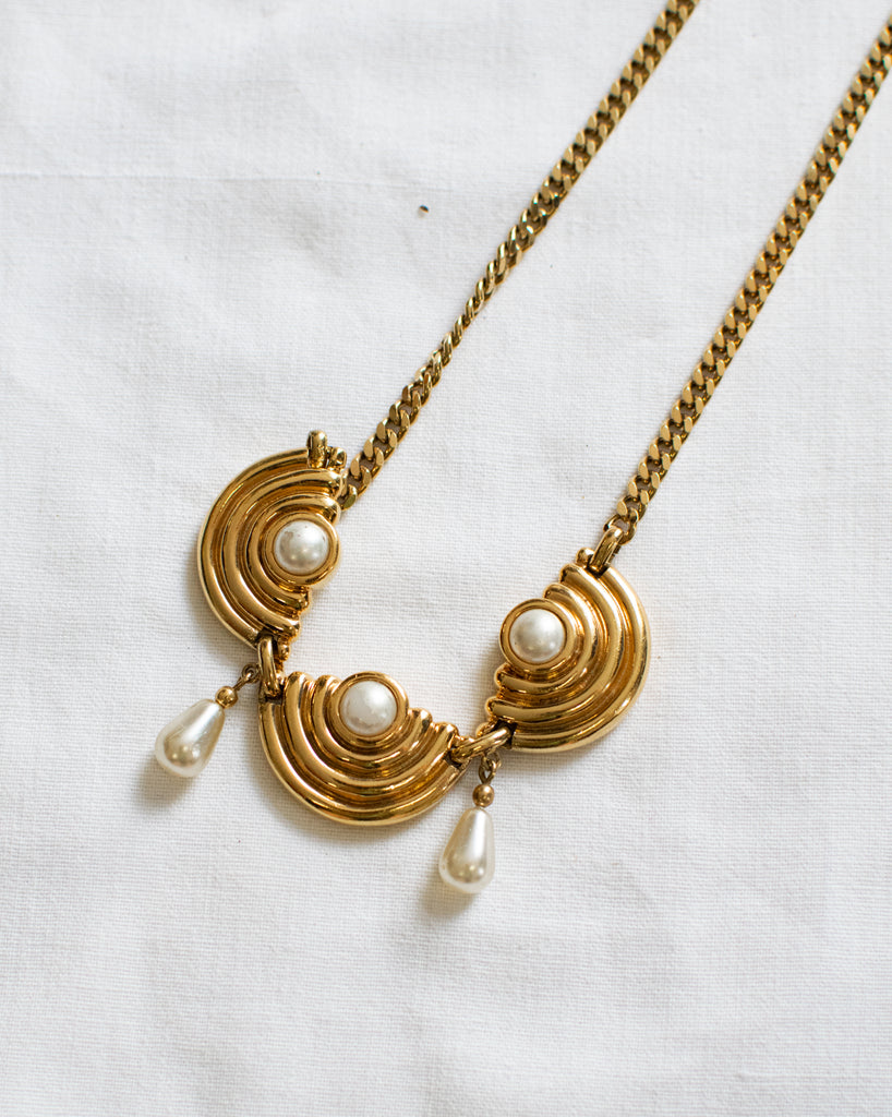 Vintage Golden Necklace - With Pearls