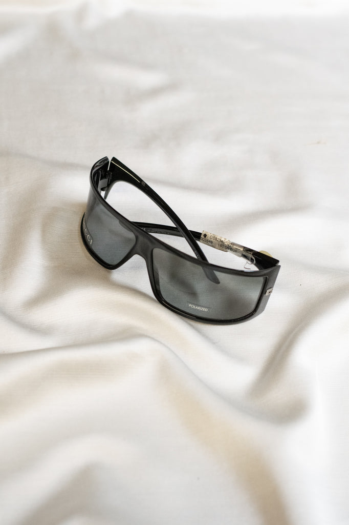 Gucci Sunglasses - in black - new condition