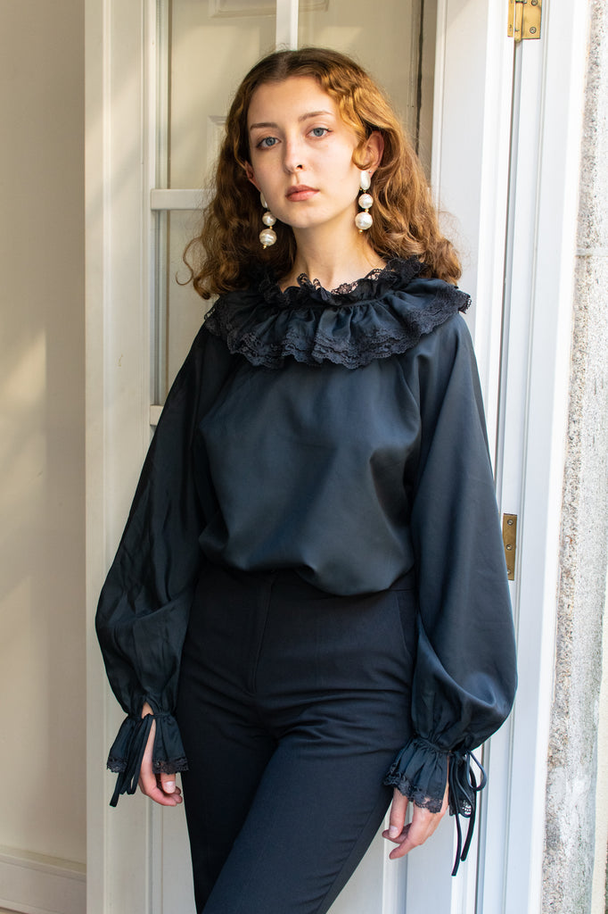 Vintage Blouse with Romantic Collar - so rare