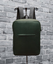 Laden Sie das Bild in den Galerie-Viewer, Jay P. Collection – Backpack M