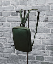 Laden Sie das Bild in den Galerie-Viewer, Jay P. Collection – Backpack S