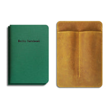 "Laden Sie das Bild in den Galerie-Viewer, ""Pen & Notebook Leather Cover"" + 2-pack of Berlin Notebook Green Edition gift set"