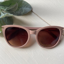Load image into Gallery viewer, Betty Sunglasses