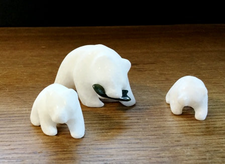 STAR MARBLE Bear with Fish & Cubs