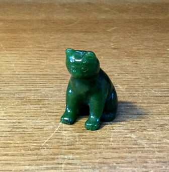 Jade Cat, Sitting