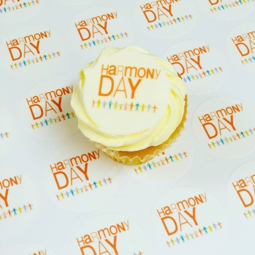 24 Mini HARMONY DAY Cupcakes