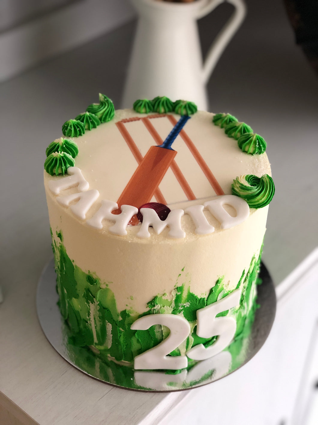 "6"" cricket image cake"