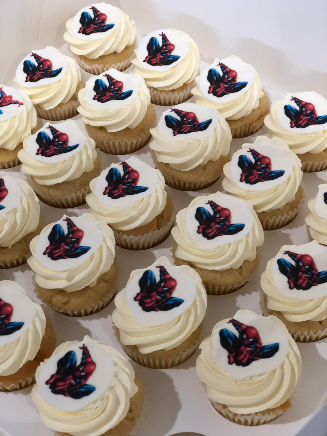 24 Mini Spiderman cupcake
