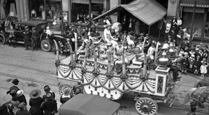 "Barnum & Bailey Circus Wagon ""Queen's Float In Town "" on Parade"