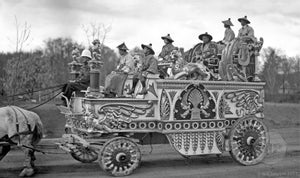 "Barnum & Bailey Circus Wagon ""King's Float"" on Parade"