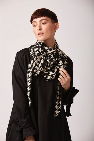 Meghan Dog-tooth Collar Scarf Black