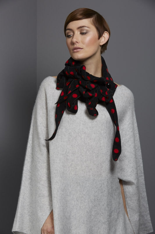 Fleece polka dot collar black and red