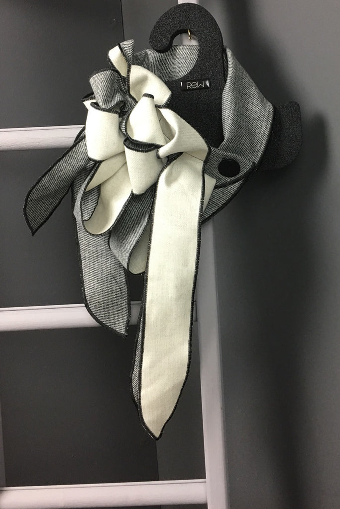 Pops- Black & Cream  scarf collar