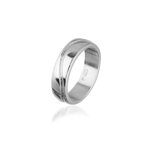 Simply Stylish Silver Ring R213