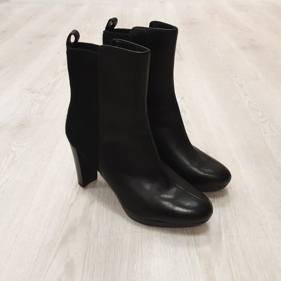 Clarks Kendra Porter Boots (7.5)