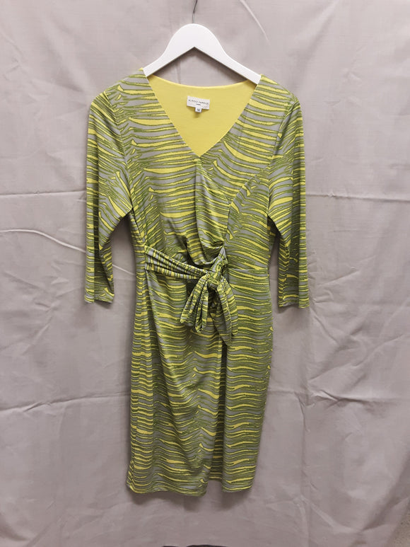 Almost Famous green dress like new size 14 - H70