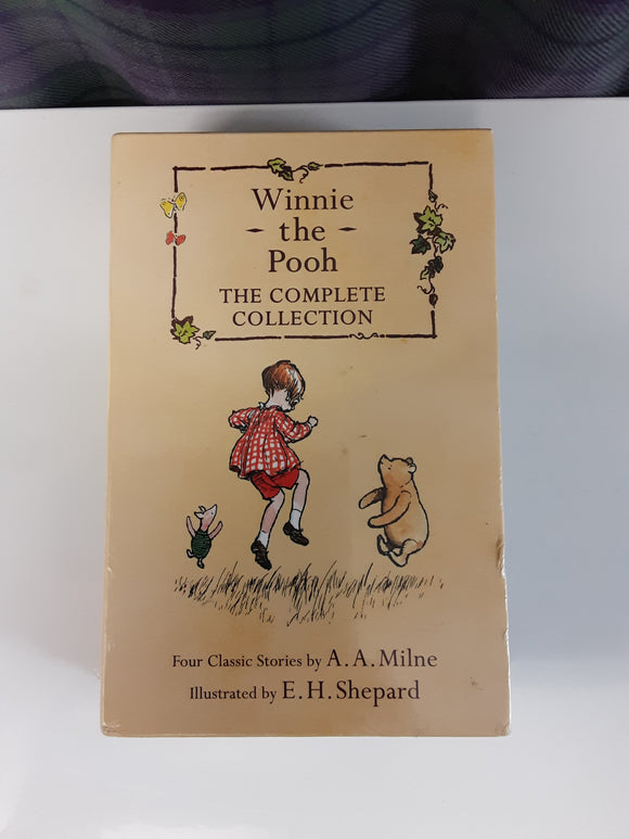 BNWT Winnie the Pooh - the complete collection book boxset - H70