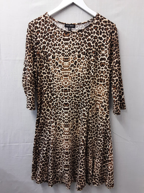 Qed London leapard printed dress size XL - H70