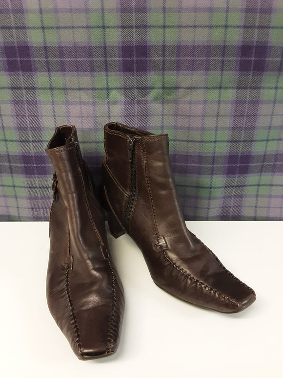 Ladies Hogl brown soft leather ankle boots size 5 - H70