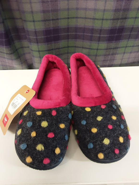 BNWT Cotton Traders spotty slippers size 6 - H70