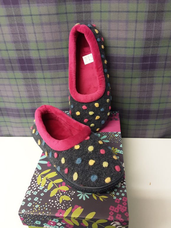 BNWT Cotton Traders Slippers Size 5