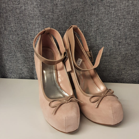 BNWOT Peach Heeled Love Label Shoes Size 8