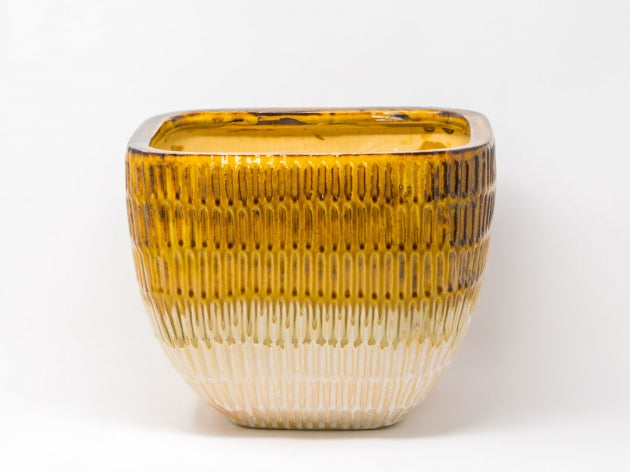 Stripe embossed pot