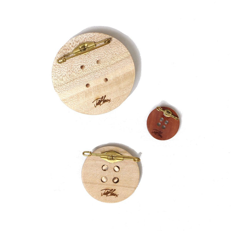 WOODEN BUTTON BROOCHES (NTR)