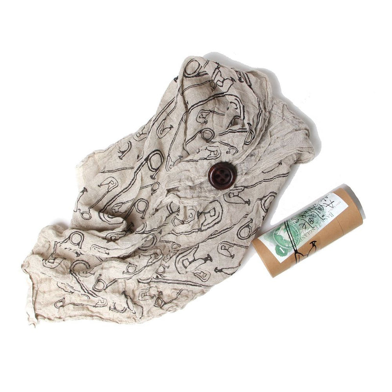 PINS SCRIM SCARF WITH WODDEN BUTTON (NTR)