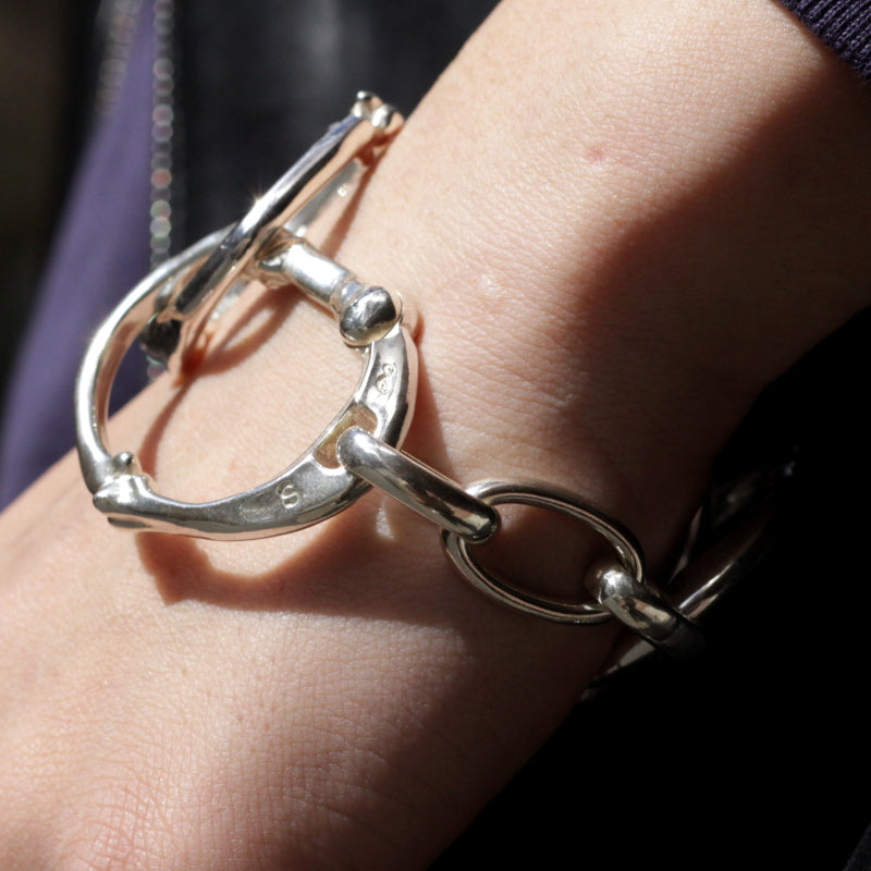 bone shaped carabiner bracelet (SIL/L)
