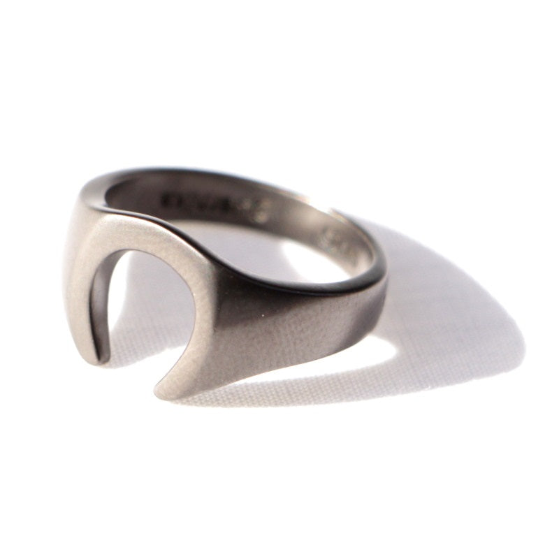 Horseshoe Ring (M.BLK)