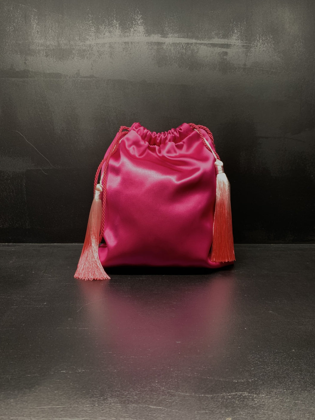 Mini bag sacchetto in raso fucsia