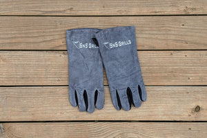 Whether you're spinning your EasySpin™ Grill Grate to get the perfect sear or handling hot coals, you'll want to reach for these SnS Grills branded gloves first!