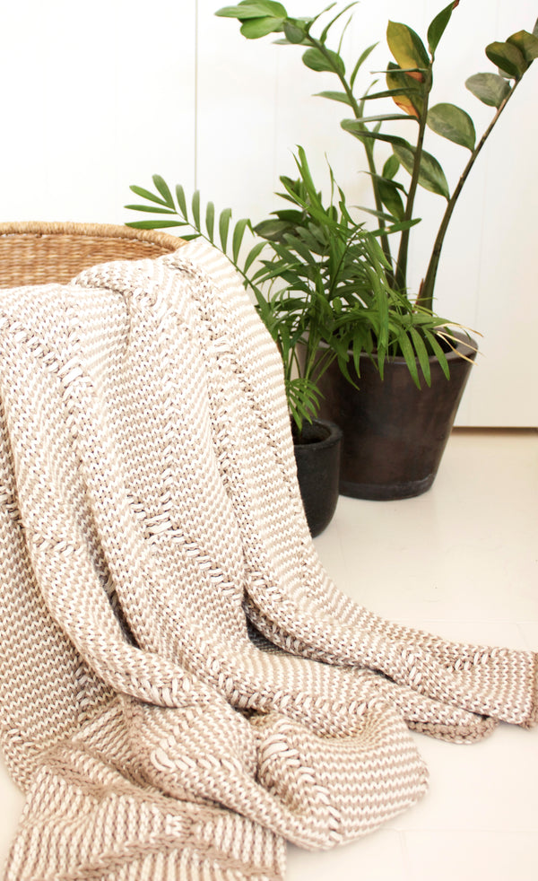 Kingston Knit Throw. Stone