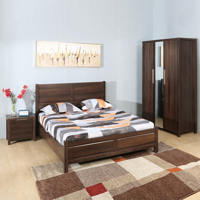 Zerlin King Bedroom Set With Three Door Wardrobe (Brown)