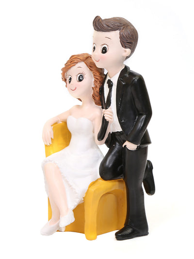 Sitting Couple Showpiece (White)
