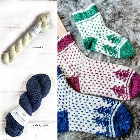 Christmas is coming socks - Yarn Kit - Mariana/Natural - Yarn and Printed Pattern in English/Norwegian