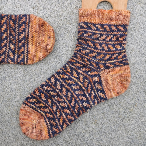 Fall is coming socks - Pattern Only -  Digital Pattern in English/Norwegian - Norwegian design