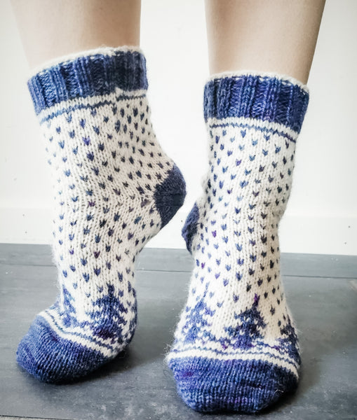Christmas Is Coming Socks Pattern Only -  Digital Pattern in English/Norwegian - Norwegian design