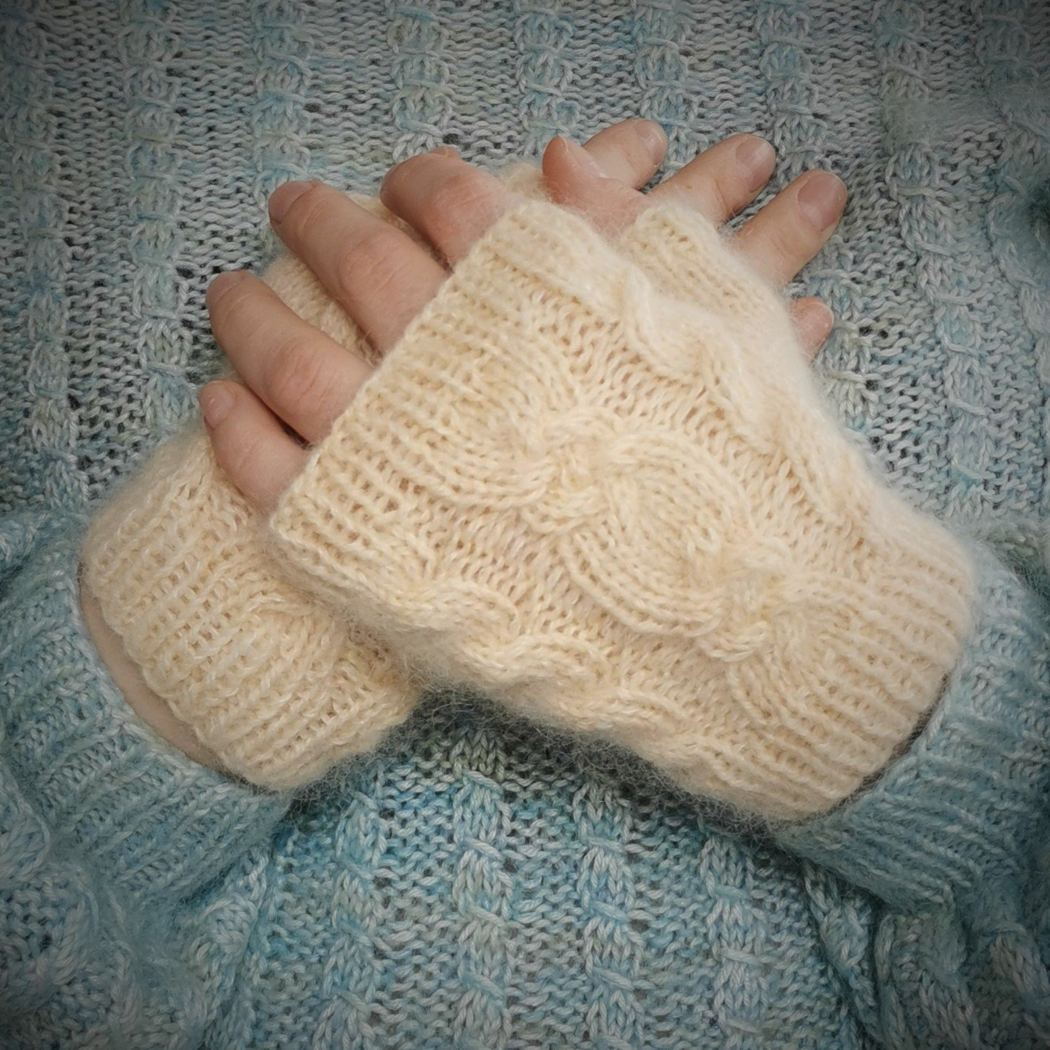 Easter Twist Fingerless Mittens Pattern Only -  Digital Pattern in English/Norwegian - Norwegian mittens design