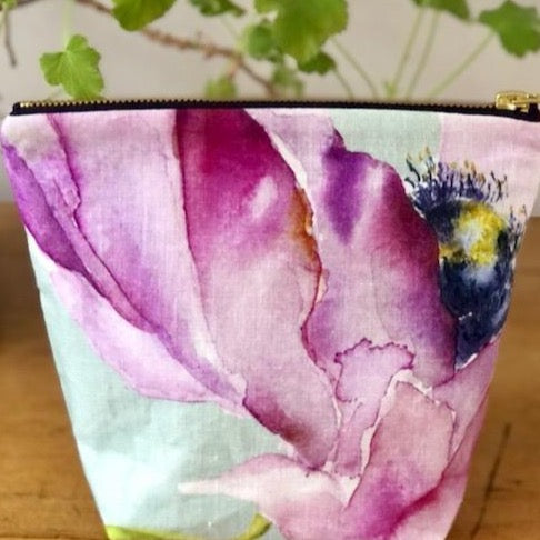 Make Up Bag in Linen Rich Purple Medium