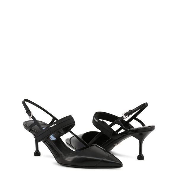55 Slingback-Pumps aus Lackleder