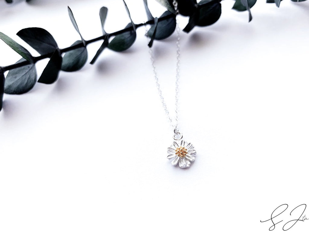 The Daisy Necklace