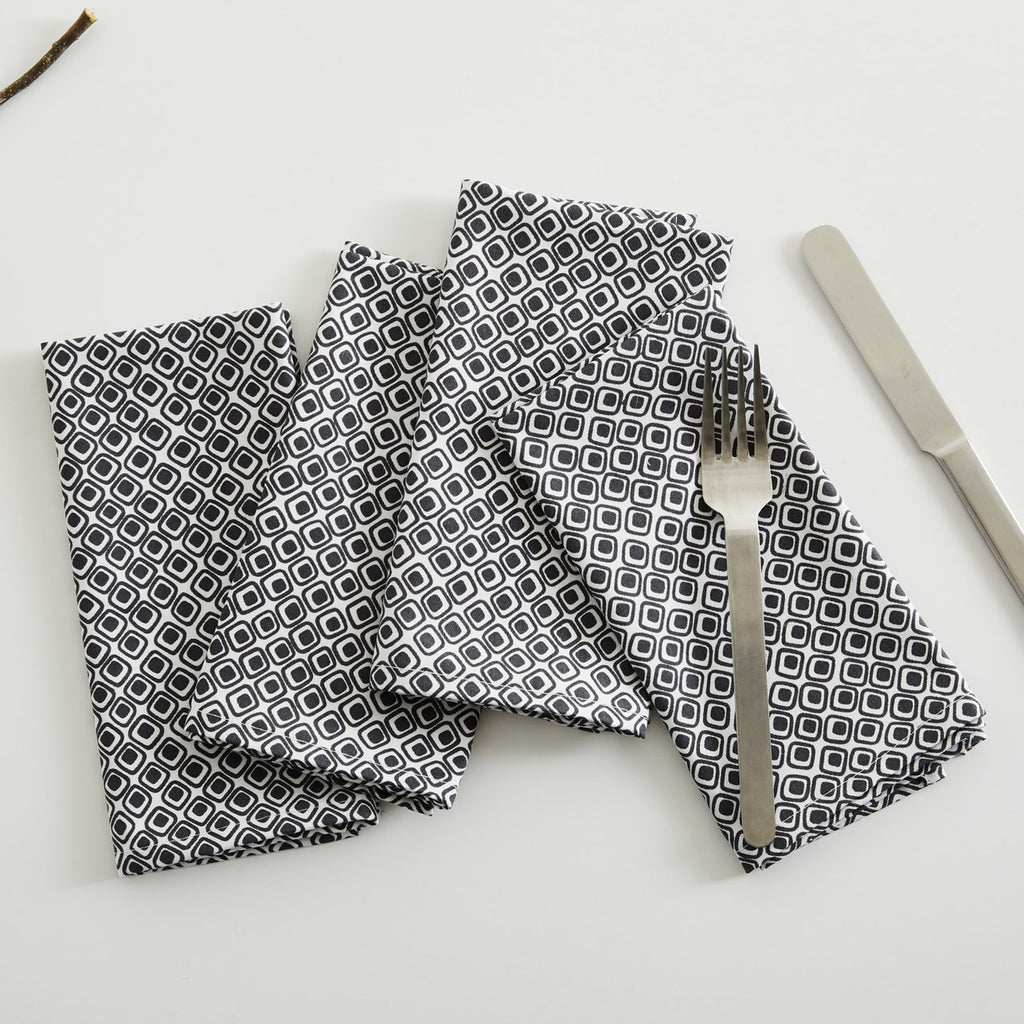 GRAY SQUARES TABLE NAPKIN