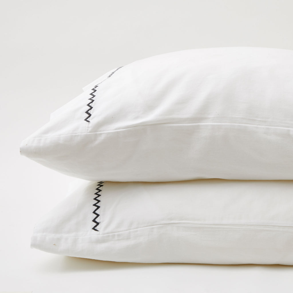 GRAY ZIGZAG PILLOWCASE