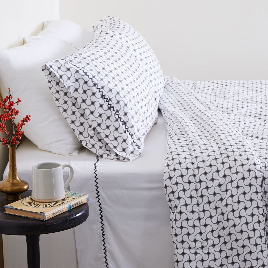 GRAY LATTICE QUILT