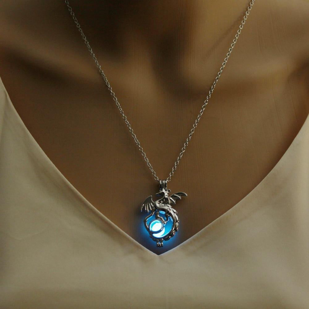 zeevera - Glowing Dragon Necklace