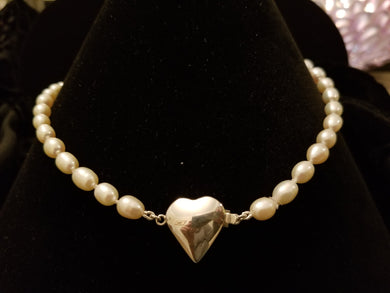 Pearl neckless with silver heart