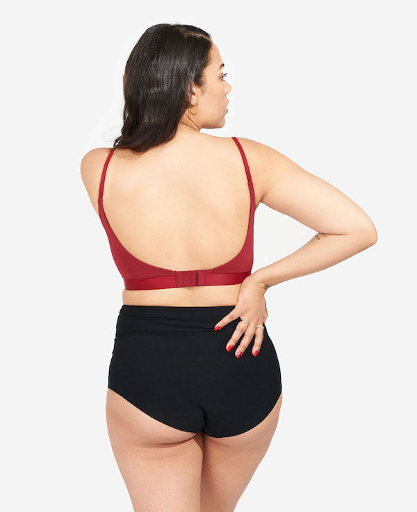 Low-scoop back with extended back closure for an ideal band fit. Designed to accommodate the common postpartum changes of fluctuating breast size and ribcage realignment.