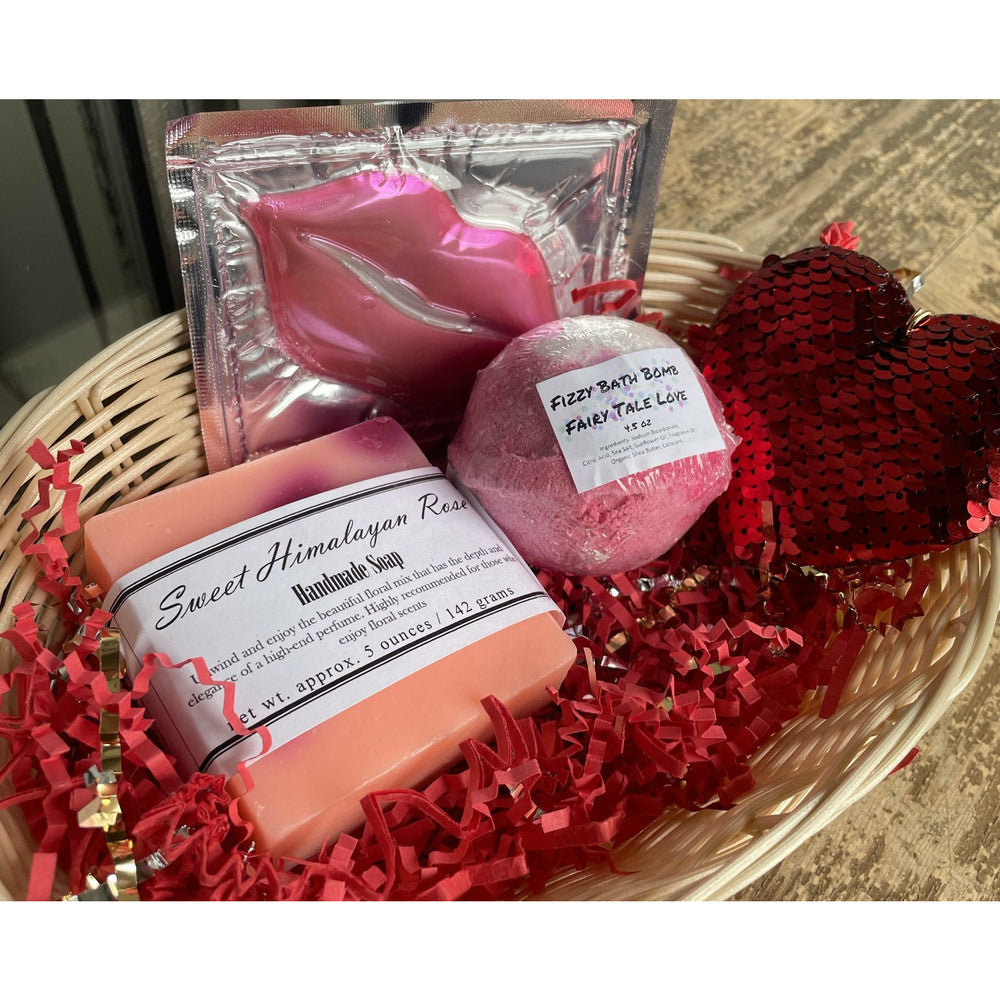Load image into Gallery viewer, Cupids Goodie Gift Basket